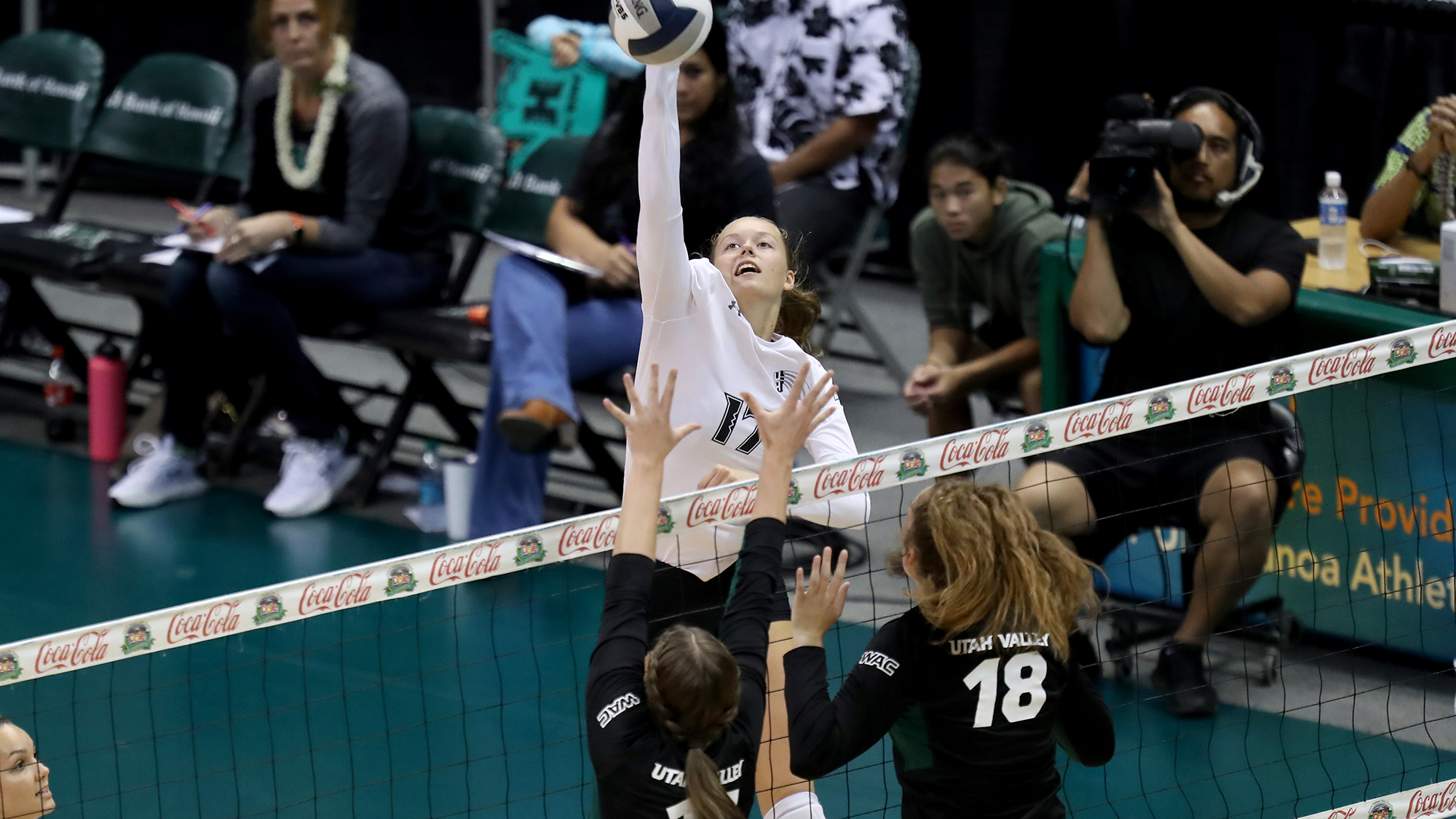 No. 18 Women's Volleyball Downs Utah Valley, 3-1
